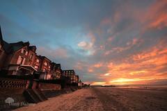 Comme une menace ... (photosenvrac) Tags: ocean mer maisons normandie paysage plage couleur couchédesoleil thierryduchamp