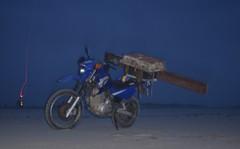 Vlieland - Vliehors - XT600e jutbrommer met buit (Dirk Bruin) Tags: strand vlieland yamaha xt600e vliehors strandjutten jutten vondst jutterij