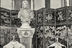 Blenheim Palace, Oxfordshire, Great Britain: John Duke of Marlborough (1650-1722). Bust in the library (wwwuppertal) Tags: greatbritain england oxfordshire uk unitedkingdom blenheimpalace bibliothek library bste bust johndukeofmarlborough16501722 sw schwarzweis bw blackandwhite noiretblanc blancetnoir monochrome monochrom fujifilmxpro1 fujinonxf35mmf2rwr fujixsystem