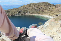 Isla del Sol (oliveirag) Tags: peru bolivia southamerica vacation trip ferias canon t3i isladelsol lake titicaca landscape lago agua water shoes tenis paisagem azul blue rest bota aoarlivre rocks ngc natgeo