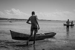 Ohh... my back... (Srgio Miranda) Tags: photography sergiomiranda africa beach fujifilm fujix fujix100t moz mozambique moambiquepemba peopletravelphotography photo street streetphotography urban x100 x100t bw blackandwhite bwstreet