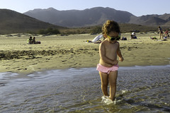 Dancing in the beach (GuilleDeluxe) Tags: olivia playa almería genoveses