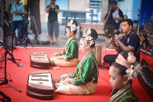 ภาพการแสดงของนักเรียนโรงเรียนติกาหลังนาฏศิลป์ไทย ในการเดินทางไปเผยแพร่วัฒนธรรมไทย ณ ประเทศญี่ปุ่น ระหว่างวันที่ 25-31 สิงหาคม 2559