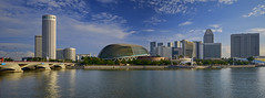 The Esplanade and other Luxury Hotels @ Marina Bay... (williamcho) Tags: reservoir esplanade promenade rafflescity mandarinoriental fairmonthotel marinabay conradhotel panpacifichotel swissotelthestamford theatresonthebay esplanadebridge luxuryhotels meritius williamcho
