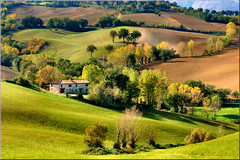 campagna in autunno (Luigi Alesi) Tags: autumn light italy fall nature colors canon san italia country natura severino campagna autunno colori luce marche macerata sanseverino passeggiandoinbicicletta platinumheartaward mygearandmebronze mygearandmesilver mygearandmegold mygearandmeplatinum mygearandmediamond sx230hs