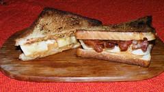 "Elvis Sandwich made in Friedberg (PixelFänger aka Eberhard ""Moses"" Mößer) Tags: food germany deutschland bacon essen hessen toast elvis sandwich banana homemade butter peanut banane presley selbstgemacht friedberg erdnussbutter"