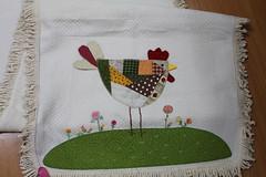 Galinha (ceciliamezzomo) Tags: chicken table crazy galinha handmade foundation patchwork hen runner gallina galinhas trilho tablerunner retalhos