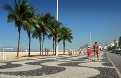 Mas  Bonita essa Copacabana (.**rickipanema**.) Tags: brazil praia rio brasil riodejaneiro copacabana burlemarx ondas praiadecopacabana copacabanabeach avenidaatlantica riodejaneirobrasil princesinhadomar rickipanema rio40 caladodecopacabana brazil2014 brasil2014 praiasdorio rio2016 praiasdoriodejaneiro praiascariocas bairrodecopacabana rio2014 rio2012 rio2011 rio2013