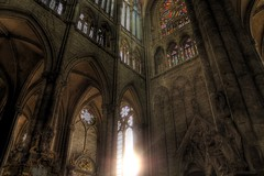 Un peu de soleil dans la cathdrale (LevisWagnonPhoto) Tags: light france building art church architecture canon french eos rebel photo europa europe flickr cathedral lumire gothic group picture chapel adobe vitrail histoire 1855mm t3 1855 levis amiens gothique eglise hdr churche cathedrale picardie lightroom middleage patrimoine edifice vitraux religieux somme chruches moyenage picardy hdrforfree besthdr 1100d hdraddicted wagnon rebelt3 architectory leviswagnon