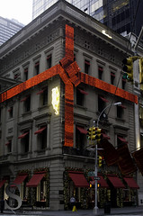Festive NY Cartier  -7333 (Singing With Light) Tags: city nyc november ny festive photography pentax manhattan cartier bow 2012 k5 jjp singingwithlight red2012jjpk5nynycnovembersingingwithlightcityfestivemanhattanpentaxphotography