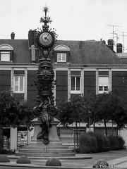 Place Marie sans chemise (Thibaut Prvost) Tags: france statue marie noir place thibaut horloge monuments blanc amiens sans picardie chemise somme prevost prvost