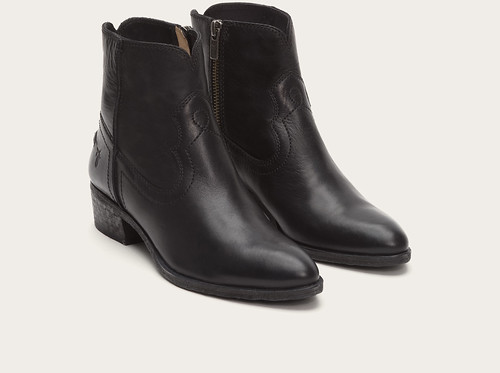 "Frye Ray Seam Short boot black • <a style=""font-size:0.8em;"" href=""http://www.flickr.com/photos/65413117@N03/28603802784/"" target=""_blank"">View on Flickr</a>"