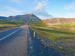 sony smartphone xperia island iceland road street nature... (Photo: Fabian F_ on Flickr)
