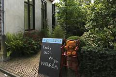 Nice old things Welcome (Elly Snel) Tags: doesburg hanzestad hanseaticcity oldthings oudespullen beer bear