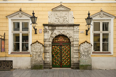House of the Blackheads. (John Gulliver) Tags: estonia tallinn blackheads