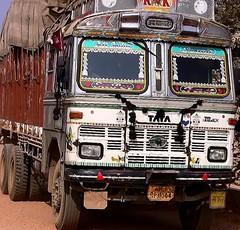 INDIEN , india, unterwegs nach Varanasi, eine sehr beschwerliche Fahrt, 14278/7166 (roba66) Tags: indien indiennord asien asia india inde northernindia urlaub reisen travel explore voyages visit tourism roba66 lkw truck transport aufdenstrasen car wheels gear unterwegs