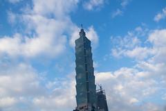 Standing () Tags: taiwan taipei 101 building edificio skyscraper sunny sky xinyi   101