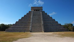 Merry Christmas And A Happy New Era (elhawk) Tags: mexico temple pyramid yucatan chichenitza elcastillo kukulkan mayans mayantemple mayanpyramid