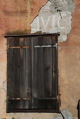 ivio (oranges and lemons) Tags: muro wall ventana pared graffiti grafiti decay finestra drug tito janela viva parede prozor parola sfrj evviva longlive ivio