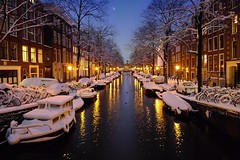 Winter magic evening in Amsterdam (Bn) Tags: city bridge snow sinterklaas amsterdam night boats topf50 nightshot letitsnow sled topf100 sneeuwpoppen topf200 sleds gezellig jordaan winterwonderland sneeuwpret sledge tms antonpieck bloemgracht sneeuwvlokken winterscene amsterdambynight 100faves 50faves 200faves kruimeltje winterinamsterdam derdeleliedwarsstraat spiegelglad prachtigamsterdam oudemeester januari2010 dichtesneeuw amsterdamonregeld winterdocumentary amsterdamgeniet koplampenindesneeuw geenwinterbanden amsterdamindesneeuw mooiesneeuwplaatjes vallendesneeuwvlokken sleetjerijdenvanafdebrug stadvastdoorzwaresneeuwval sneeuwvalindejordaan heavysnowfallhitsamsterdam autoopdegrachtenindesneeuw sneeuwindejordaan iceageinamsterdam winterin2010 besneeuwdestad sneeuwindeavond pittoreskewinterplaatje sledingthroughamsterdam metdesleedooramsterdamin2010 sledridinginthejordaan kidsonasled sleetjerijdenindejordaan kinderengenietenvandesneeuw hollandsschilderij wintersfeerplaat winterscenebyantonpieck