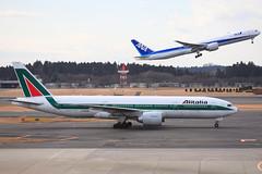 Alitalia B777-243ER (I-DISB) (TFG Lau) Tags: tokyo az boeing 777 narita alitalia nrt boeing777 aza b777 b772 skyteam rjaa idisb b77e skyteamalliance ahkgapworldwide