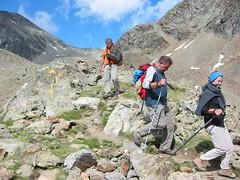 Discesa verso il rif. Arbolle (Emanuele Lotti) Tags: italy mountain montagne trekking italia hiking 8 valle 2006 monte tre alpi montagna aosta monti luglio passo cappuccini escursionismo escursioni arbolle emilius graie