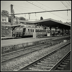 SNCF Vierzon Ville (mikeinlagardette) Tags: blackandwhite france english monochrome railways railcars stations sncf foldingcamera junctions caffenol vierzon agilux agifold fomapan400 centralfrance