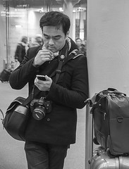 Now, Where Am I (Geoff France) Tags: street travel london station nikon streetphotography luggage kingscross stpancras