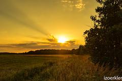 Sonnenuntergang in Zingst, dieses mal auf der Landseite fotografiert (izoerkler) Tags: sigma1770mmf284dcmacrooshsm k50 sigma pentax ricoh outdoor draussen ostsee balticsea zingst germany meer sea sun sonne sunset sonnenuntergang landscape landschaft orange