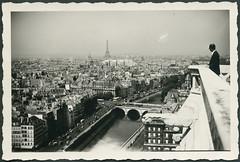 Archiv H156 Blick von Notre Dame auf das 7. Pariser Arrondissement, 1940er (Hans-Michael Tappen) Tags: archivhansmichaeltappen paris notredame aussicht stadt eiffelturm champdemars 1950er 1950s