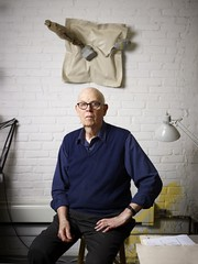 Claes Oldenburg en su estudio de Nueva York en 2011