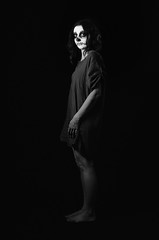 Dia de los muertos (vin-gm) Tags: blackandwhite bw woman girl face 35mm dayofthedead death skull blackwhite nikon women zombie femme nb diadelosmuertos facepaint glance maquillage visage regard noirblanc ttedemort ftedesmorts d7000 laftedesmorts