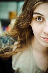 La mejor foto jamás (emiliokuffer) Tags: portrait woman eye ojo 50mm mujer nikon retrato half f2 nikkor nikkorh interest nikonnikkorhauto50mmf2