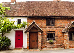 17th century houses in Swan Street, Kingsclere (Anguskirk) Tags: old uk england architecture 17thcentury hampshire 36 34 38 kingsclere swanstreet