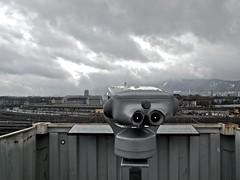 Fernrohr (lars_uhlig) Tags: zürich schweiz infrastruktur verkehr bahn eisenbahn container fernrohr dingemitgesicht wolken zurich switzerland telescope thingswithfaces rail yard snow cloudy bewölkt binocular
