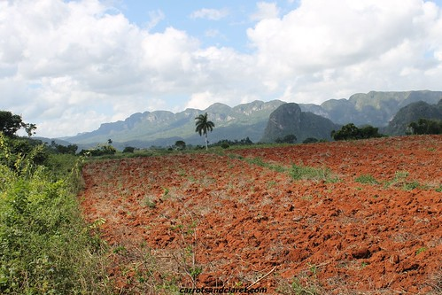 "Valle de Vinales • <a style=""font-size:0.8em;"" href=""http://www.flickr.com/photos/89972965@N03/8326147192/"" target=""_blank"">View on Flickr</a>"