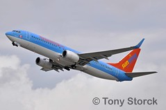 C-FUAA (bwi2muc) Tags: plane airplane flying aircraft boeing 737 fll 737800 sunwing hybridscheme jetairfly hybridcolors cfuaa