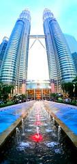The twins in full (Bonsailara1) Tags: bonsailara1 kualalumpur malaysia malasia twintowers petronas skyscraper
