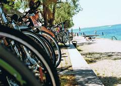Uferpromenade in Garda (jannebaer) Tags: analog praktica mtl5 garda gardasee fahrrad bike lagodigarda italy