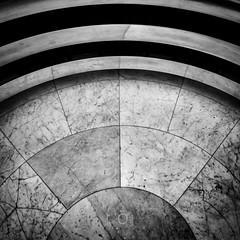Lignes courbes (CrOS Photographie) Tags: villacavoirs malletstevens architecture marbre marble mtal metal textures graphisme gometrie lignes courbes lines curves carr square format