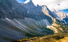 K_092  Karwendelgebirge, Laliderer Wnde (wenzelfickert) Tags: karwendelgebirge lalidererwnde alpen tirol laliderertal landscape bergmassiv berge mountains sterreich austria weg way wanderweg trail wandern hiking