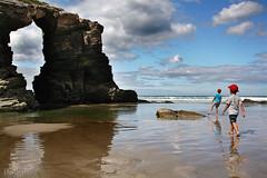 los hijos (RalRuiz) Tags: espaa mar agua nios galicia cielo nubes lugo reflejos hijos ribadeo playadelascatedrales marcantbrico