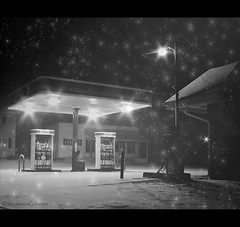 Oval Country Store (Stephanie Calhoun Photography) Tags: morning winter snow texture night thankyou sony gasstation skc starlights challengewinner pareeerica january2009 nippenosevalley ovalpa ovalcountrystore nowsunocogas