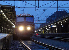 Et alors? Nou en? (Amsterdam RAIL) Tags: blue dutch train nederland zug emu bluehour trein 815 trainset noordbrabant roosendaal nmbs stoptrein treinstel sncb am75 internationaltrain varkenskop internationaletrein amsterdamrail nmbs815