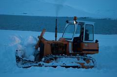 Bulldozer plowing snow (Gestur Le) Tags: international bulldozer ih internationalharvester td8b