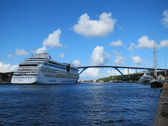 Cruise Ship and the Queen Juliana Bridge, Willemstad (jdf_92) Tags: santa bridge anna bay sint queen curacao caribbean juliana willemstad annabaai
