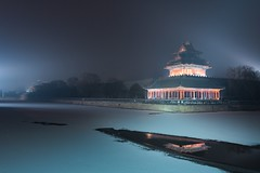 Forbidden City in -15C, Beijing (Maria_Globetrotter) Tags: china travel blue winter snow reflection tourism by night canon reflections december cloudy beijing hour  heavy kina efs cina peking chine 2012 reflektion bl kiina  chiny in timmen 650d 1585    mariaglobetrotter