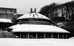 Cromen y Mileniwm, Aberystwyth (Rhisiart Hincks) Tags: kembra wales cymru kembre gales galles 威爾斯 威尔士 wallis uels kimrio valbretland 웨일즈 велс gallas walia sneachta sneachd eira ergh elur erc'h neige snow pensaernïaeth arkitektura architecture tisavouriezh ailtireachd pennserneth aberystwyth canolfanycelfyddydau artscentre ceredigion achuimrigh anbhreatainbheag duagwyn gwennhadu dubhagusgeal dubhagusbán blackandwhite bw zuribeltz blancetnoir blackwhite monochrome unlliw blancoynegro zwartwit gaeaf negu goañv gouañv hiver winter geamhradh ewrop europe eu ue eòrpa aneoraip