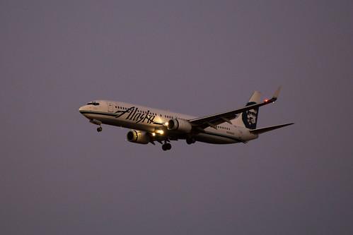 Alaska Air's 737 on approach