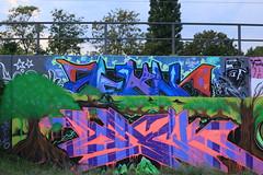 Graffiti (Pascal Volk) Tags: berlin kreuzberg berlinfriedrichshainkreuzberg parkamgleisdreieck graffiti streetart canoneos6d canonef70300mmf456lisusm 70mm